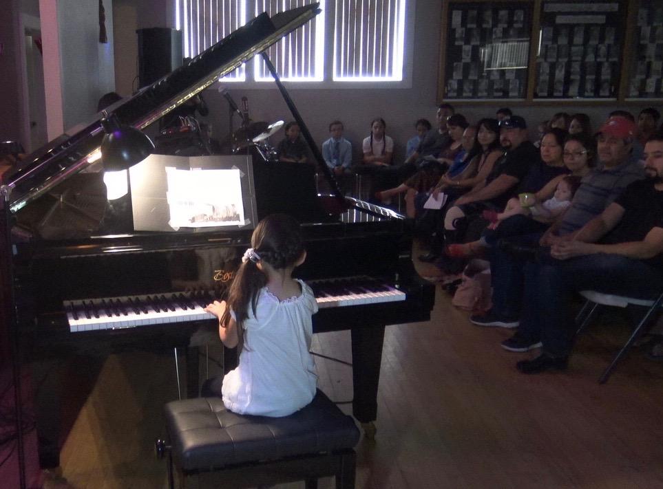piano lesson background